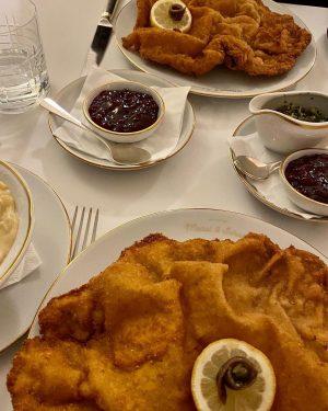 Henkersmahlzeit • • #food #foodporn #schnitzel #schnitzellove #photooftheday #lockdown #lockdownmeals #henkersmahlzeit #vienna #localfood #instagood Meissl & Schadn...