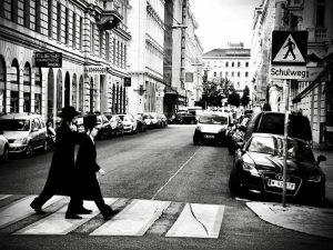 Schulweg 🇦🇹🍂🌧📷🇪🇺 #©️vtf #city #cityphotography #citylife #blackandwhitephotography #jews #jewsofinstagram #jewishlife #vienna_city #vienna🇦🇹 #austria ...