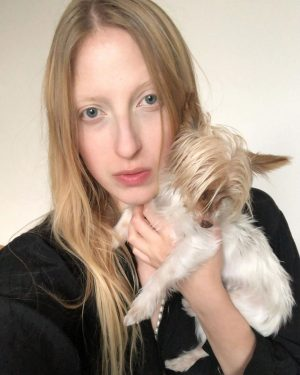 October 2020— the good old portrait. The artist with their dog #siriusgraceanouk #oneofthem #austrianartist #painterportrait #painterandpoet #painter...