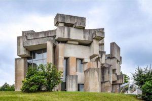 25ème série - Brutalisme II ————— Ces 152 blocs de béton se trouvent à Mauer, dans le...