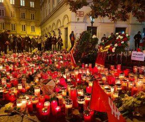 Wien, Innenstadt. #gedenken #schwedenplatz #lichtermeer #kerzen #noterror #againstterror #wien #vienna #igersvienna #trauer #candles ...