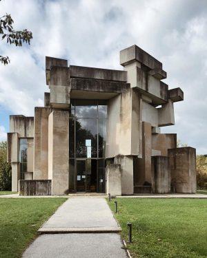 Brutal . . #architektur #architecture #vienarchitecture #architecturephotography #brutalism #brutalistarchitecture #vienna #wien #viennablogger #blogger_at #austria #österreich #sunday #autumn