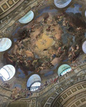 . 世界で最も美しい図書館の天井 荘厳な空間に足を踏み入れた瞬間