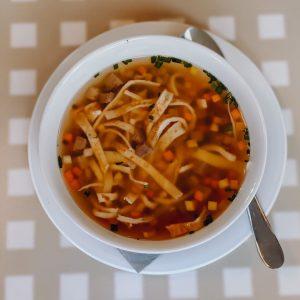 Perfekt in dieser kalten Jahreszeit: ein herrlich warmer Wiener Suppentopf mit Gemüse und Frittaten. 🍲 Ganz einfach...