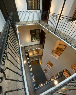 Wir starten unsere Tour durch das Mozarthaus Vienna über den Innenhof mit seinen wunderschönen Pawlatschen. Übrigens findet...