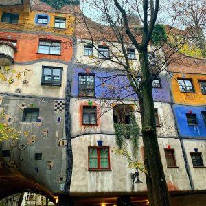 Hundertwasserhaus #art #vienna_city #shotoniphone Hundertwasserhaus