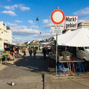 Der Naschmarkt ist offen und bringt mit seinem bunten Angebot eine gute Abwechslung zum 08/15 Lockdown-Leben. Außerdem...