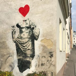 Herzig ;-) @artis.love #sebastianschager #viennastreetart #wienstreetart #viennamurals #wallsofvienna #publicart #welovevienna #kulturblogger #kulturblog #viennablogger ...