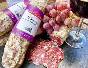 """Die Salami """"vino Chianti"""" ist die perfekte Kombination aus den typischsten Geschmäckern ihrer Herkunftsgegend. Die Zugabe von..."""