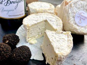 Der Bricat al Tartufo ist von äußerst edlem Stand und Geschmack. Der feine Käse kommt von Cora...