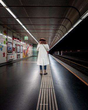... beim warten auf die nächste U-Bahn . . . ................................................................. 📷 Sony ...