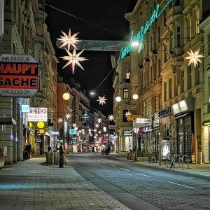 #lockdown #vienna . . . . . . . #vienna_city #austria #wien #neubaugasse #streetphotography #stern #photography #nightwalk...