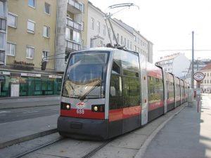 10年前はここにいました。 オーストリア🇦🇹ウィーンの路面電車です。 当時の新型車両です。 #中欧2010#旅行#鉄道#鉄道旅行 #列車 #列車の旅#路面電車#オーストリア#ウィーン #railway#railtrip #railroad #trains #wonderlust #travel #backpack#austria#vienna #järnväg ...