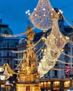 Wunderschön ist die Weihnachtsbeleuchtung in Wien.✨😍 Wir wünschen euch ein schönes erstes Adventwochendende!❤️ © @vienna_alexxandra (Werbung ➡️...