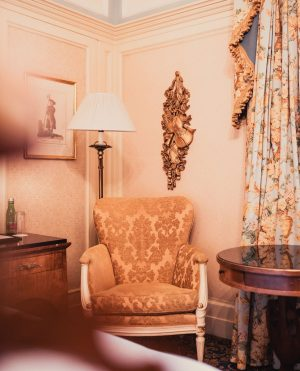 Take a book and make yourself comfortable in our Deluxe Suite✨ Hotel Bristol, a Luxury Collection Hotel,...