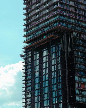 Under construction 🔹 #underconstruction #building #architecture #architecturephotography #windows #facade #city #cityphotography #urban #structure_bestshots #vienna #austria #wien #viennagram...