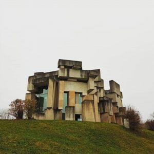 Kirche zur Heiligsten Dreifaltigkeit - Freiluft Planetarium - Bildeiche im Maurerwald. Wotrubakirche