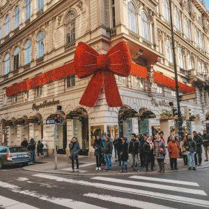 #hellodecember 🎀🤍☃️ . #december #firstofdecember #winteriscoming #christmasiscoming #vienna #wien #austria #christmasdecor #throwback