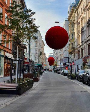 #austria #vienna #wien #wienliebe #historical #ersterbezirk #rotenturmstrasse #sightseeing #lockdown #lockdownlife #sunnyday #bluesky #kaiserwetter #couplegoals Rotenturmstraße