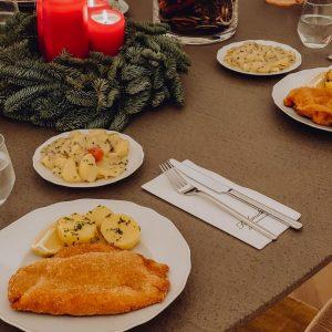 Wir wünschen Euch heute einen feinen 2. Adventsonntag! 🕯 🕯 Holt Euch Euer Sonntagsschnitzel gerne bei uns...
