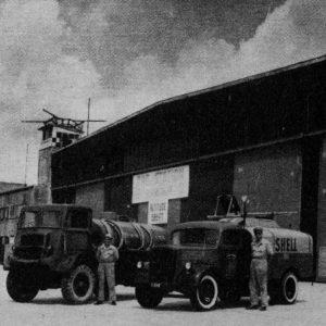 #vintageairport #vintagevienna In den Anfangsjahren des Airport wurden Flugzeuge mit Tankwägen betankt, heute ...