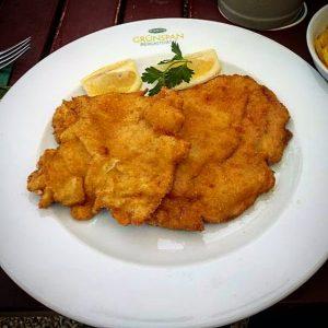 @plachuttas_gruenspan #schnitzel #austrianfood #austrianfoodie #bestfoodaustria #schnitzellove #bestrestaurants Plachutta's Grünspan