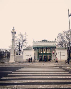 Wo U-Bahnstationen Kunstgeschichten erzählen. #wien #ottowagnerliebe #jugendstil #ottowagner #artnouveau #architecture #architecturephotography #art #wienliebe ...