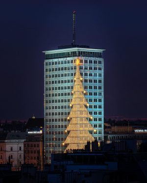 ❄️ WINTER CLASSIC 3 ❄️ The tallest building on the Ringstrasse has been hung up as a...