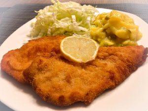 """❤️ SCHNITZEL ❤️ DER KLASSIKER! Ein goldbraun gebackenes und saftiges """"Schnitzel Wiener Art"""" ..."""