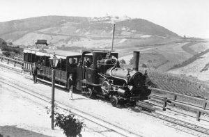 Tür 19: Die Kahlenbergbahn war eine Zahnradbahn, die von Nussdorf auf den Kahlenberg fuhr. Die Fahrt bergauf...