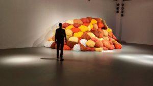 2021 will be like (cautiously) diving into a mountain of pillows 🥂🎉 #2021 #gutenrutsch #pillow MAK -...
