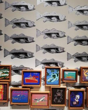 🌸🍌Beginnen wir dieses ArtJournaling mit der Ausstellung ,,Andy Warhol exhibits a glittering alternative'', ...