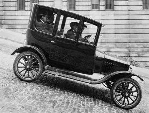 Ford Model T in 1921 #fordmodelt #1921 #1921designs #automobile #1920s #1920sfashion #1920sdress #1920sstyle #20s #gentleman #gentlemansclub #gentlemanstyle...