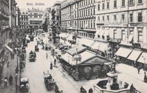 Wien, Graben. Blick über den Graben (vorne rechts der Leopoldsbrunnen, dahinter das Café Schrangl-Kiosk) gegen die Naglergasse...