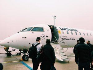 #帰国 #日本へ 🇯🇵 小さい飛行機に乗ったり、 大きい飛行機に乗ったりしながら、 日本を目指しました🇯🇵✈︎ #クリスマス休暇 🎄 #christmasvacation 🥳 #✈︎✈︎✈︎ #faraway #flyaway ...