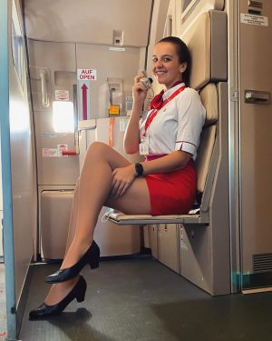 Good day ladies & gentlemen ✈️🌍 #airbus#320#stewardess#uniform#lauda#miss#to#fly#everyday Flughafen Wien-Schwechat