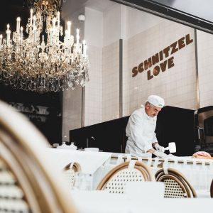 This is all we want from 2021. 🥰 #schnitzellove #throwback   #meisslundschadn #restaurant #grandferdinand #foodlover #foodblogger...
