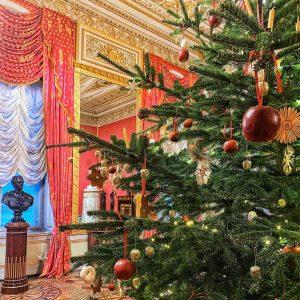 Этой нарядной ёлкой из галереи Альбертина хочется поздравить вас с наступающим православным Рождеством, ⠀ и продлить пусть...