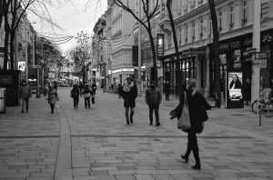 Auf der Mahü ##street #walk #flaneurs #lights #xmas #streetsofvienna #urban #citylife #dusk #istillshootfilm ...