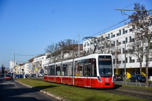 Flexity 313 als Linie 11 zwischen BHF. Simmering und Weißenböckstraße. Die Inbetriebnahme der Wagen 316-318 schreitet leider...