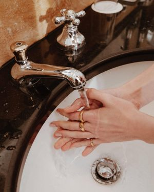 Washing your hands never looked so good 🧼 ✨ #evesjewel #choosehandmade Hotel Bristol, ...