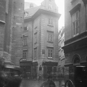 Palais Obizzi 1898|2019. Auffällig beim Palais Obizzi ist seine einachsige Fassade zur Steindlgasse. Das Gebäude kam 1580...