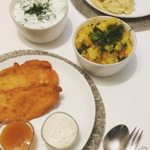 🤩#frzgsn Hayırlı Akşamlar Herkese 🍀 Akşam yemeğimizde Viyana'ın meşhur lezzeti #schnitzel ve yanına ...