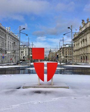 😍#winterinvienna ❄️☀️❄️ #strollingaround #1030wien #schwarzenbergplatz #stadtwien #snowinvienna #january2021 #10000schritte #keepyourdistance #staysafe #lockdownlife #wien🇦🇹 #wienliebe #wienstagram #meinwien #vienna🇦🇹...