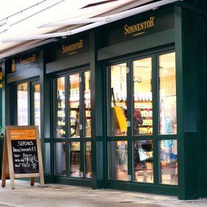 Mit dem Marktstand 120 am Naschmarkt eröffnete der Waldviertler Teefachhandel Sonnentor seinen zweiten Standort in Wien. Neben...