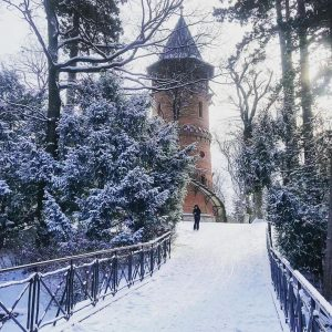 Eingeschneite Paulinenwarte #türkenschanzpark #paulinenwarte #outdoors #nature #aussichtsturm #park #schnee #snow #wanderlust #wonderlustvienna #wien #vienna #igersvienna #währing #winter...