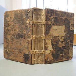 Ein jüngst abgeschlossenes Restaurierungsprojekt widmete sich dem ältesten in der Bibliothek nachweisbaren Handschriftenbestand, ...