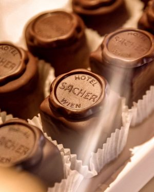 Did you know that our delicious Original Sacher Punschdesserts are also available at ...