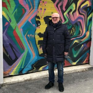#ernsthilger stellt seit vielen Jahren #streetartists wie #stinkfish in seiner Galerie aus - sogar auf seinen Rollbalken!...