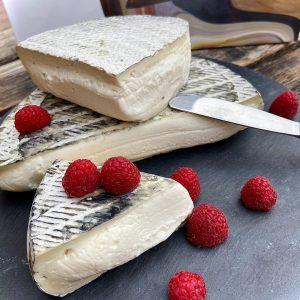 Feinster Weichkäse aus dem Piemonte. Der Dolce Toma aus dem Hause Bartolini Formaggi wird in traditioneller Handarbeit...
